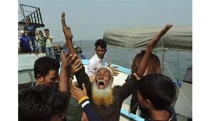 A relative of a missing passenger mourns after a ferry sank on giant Meghna river, in Munshiganj. Reuters/Khurshed Rinku