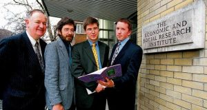 Kieran Kennedy (left) with John FitzGerald, David Duffy and Diarmaid Smyth, after publication of an ESRI commentary in March 2000. photograph: paddy whelan