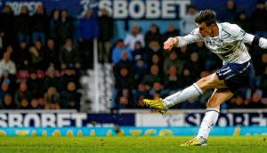 An unmarked Gareth Bale shoots to score the late, late winner for Tottenham at Upton Park last night. photograph: adam davy/pa wire
