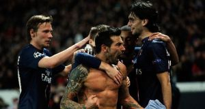 Ezequiel Lavezzi struck late as PSG progressed with a 1-1 draw against Valencia