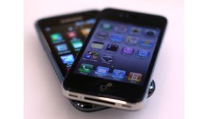 Apple has won a patent infringement lawsuit in an English court with Samsung, the latest case in a global barrage of claims and counterclaims between the two companies.