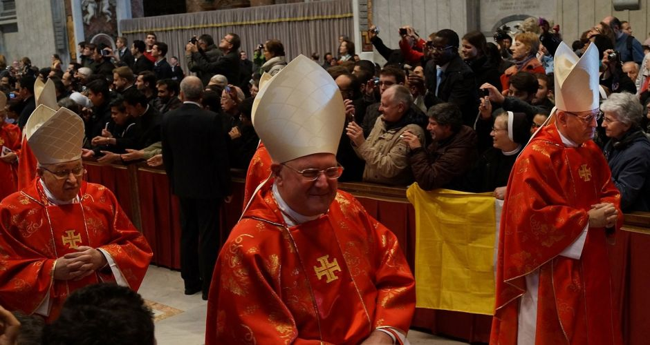 Cardinals begin conclave in Rome