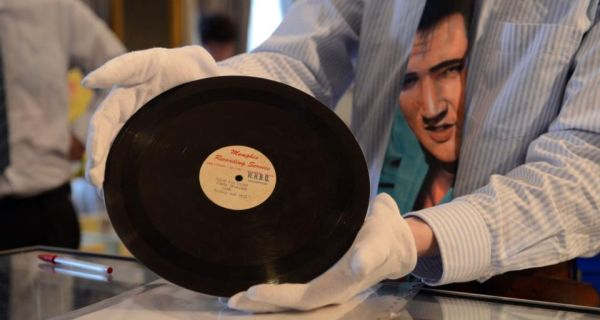 A demo acetate record of Elvis singing That's All Right, produced by Sam Philips for Memphis Recording Service, is shown  at Whyte's auction at the RDS in Dublin  yesterday. It sold for ¤64,000. Photograph: Cyril Byrne
