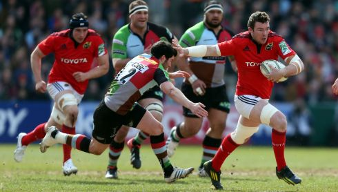 Munster's Peter O'Mahoney (right) gets away from Harlequins Tom Casson. Photograph: David Davies/PA Wire