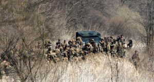 U.S. soldiers arrive for their military training near the demilitarized zone (DMZ) separating North Korea from South Korea in Paju, north of Seoul April 8, 2013. Pyongyang has shown no sign of preparing its 1.2 million-strong army for war, indicating the threats are partly intended for domestic purposes to bolster Kim Jong-Un, the third in his family dynasty to rule North Korea. South Korea's Defence Ministry says it believes new nuclear test is not imminent in North Korea. REUTERS/Lee Jae-Won (SOUTH KOREA - Tags: MILITARY POLITICS)