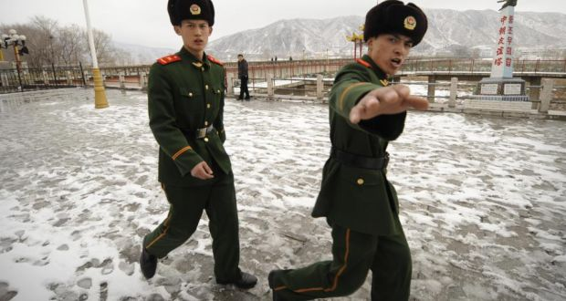 Chinese unconcerned about threats across river