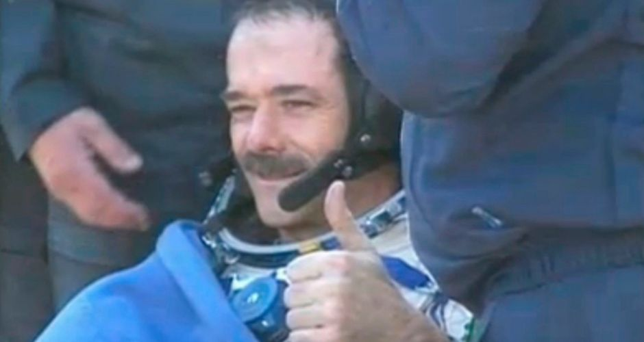 space astronauts thumbs up - photo #28