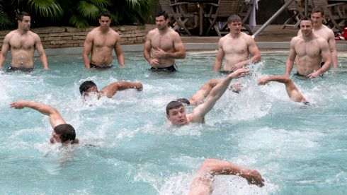 The pool recovery session with Brian O'Driscoll in the middle. Probably a nice cool-down alright. Photograph: Dan Sheridan/Inpho