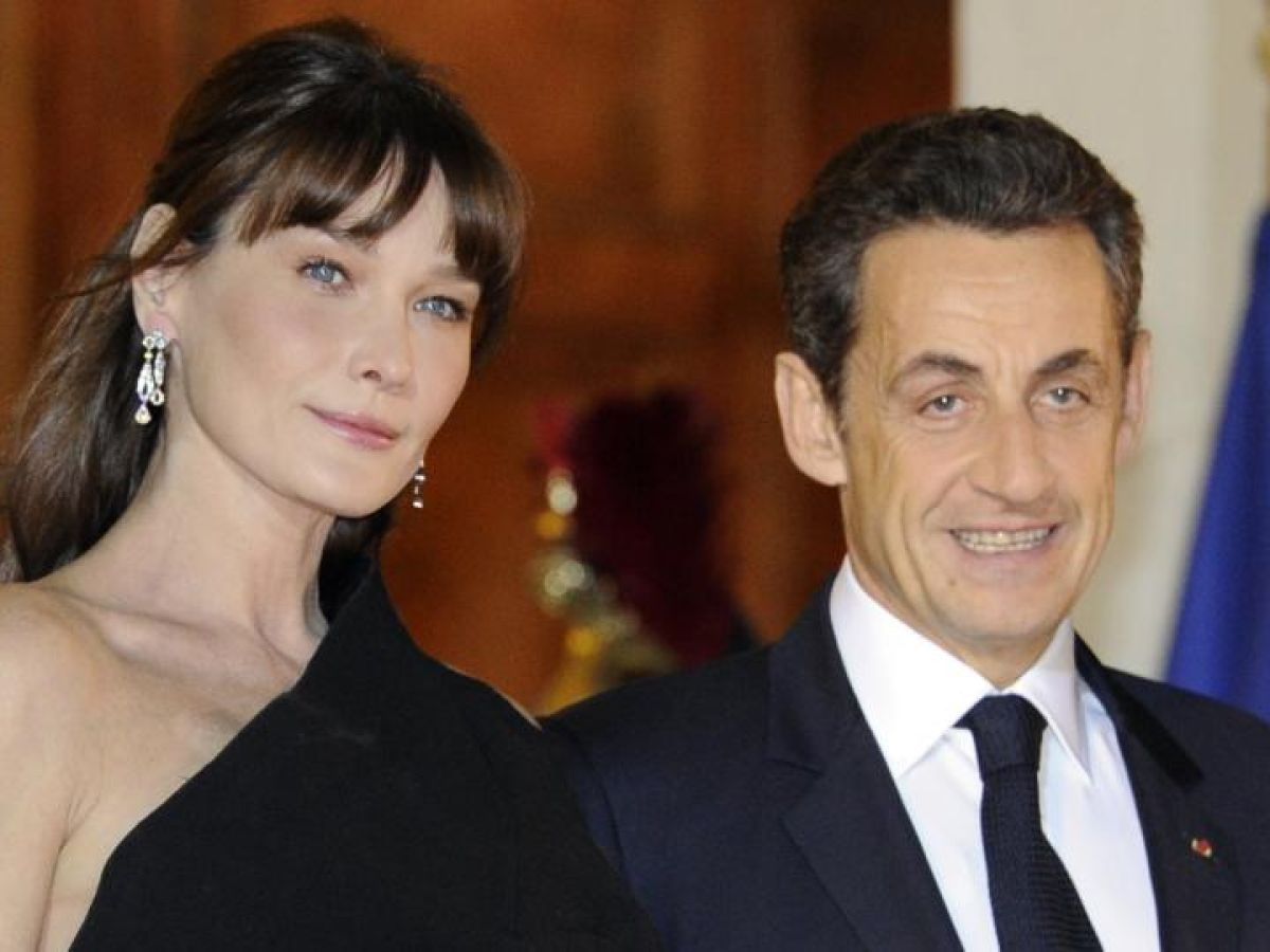 Carla Bruni and Nicolas Sarkozy became parents 15.10.2011 56