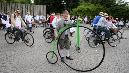 Did somebody say authentic? Pete Matthews  (72), with the said Penny Farthing. That'll take a bit of beating. Cycling on cobblestones must be a goof on one of these. Photograph: Niall Carson/PA Wire