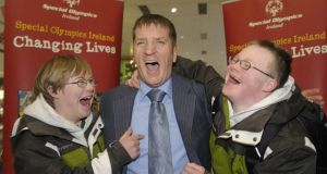 Special Olympics Ireland CEO Matt English with athletes  Charlie O'Reilly and Ben Purcell  in 2009