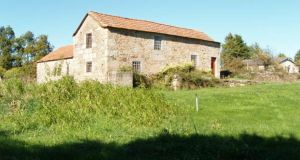 A granite house  with a hectare of fertile agricultural land and a stream running along its edge at Gouveia, Portugal. Surrounded by fields dotted with deciduous trees, it also has a grain mill which  needs renovating. Priced at €70,000, with  propertiesinportugal.com.pt
