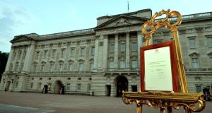 The notice outside Buckingham Palace  announcing the birth.