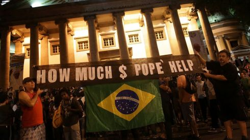 Protesters demonstrate against the visit by Pope Francis near Guanabara PalacePhotograph: /Ueslei Marcelino