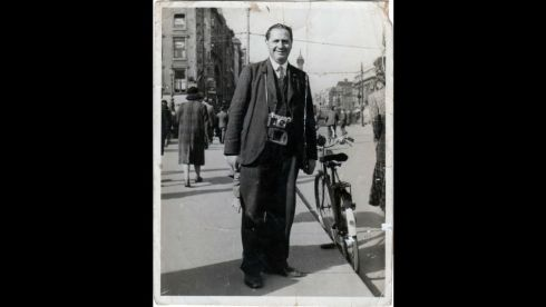Arthur Fields poses for a photograph on O'Connell Bridge.