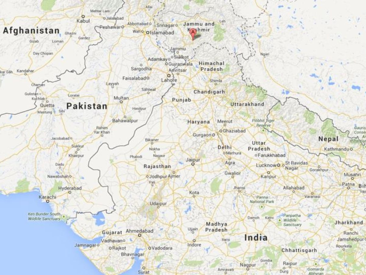 Two killed in clash between Hindus and Muslims in India