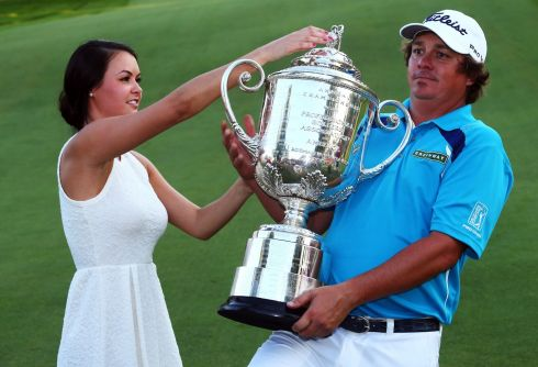 Jason Dufner of the United States and his wife Amanda pose with the Wanamaker Trophy. Photogrpah: Streeter Lecka/Getty Images