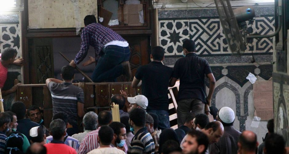 Security forces storm Cairo mosque