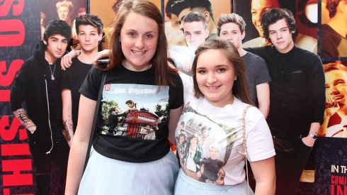 Amber Bradford(13) from Clondalkin and Kayleigh Harris(14) from Drimnagh at the Cineworld screeing of One Direction: This is Us. Photograph: Bryan Brophy/1Image