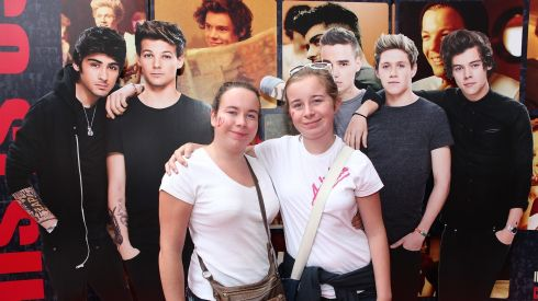 Sisters Claragh & Sarah Lucey from Cork at the Cineworld screeing of One Direction: This is Us. Photograph: Bryan Brophy/1Image