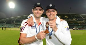 England's James Anderson and Graeme Swann pose with a replica urn after the fifth Ashes cricket test match against Australia. REUTERS/Philip Brown