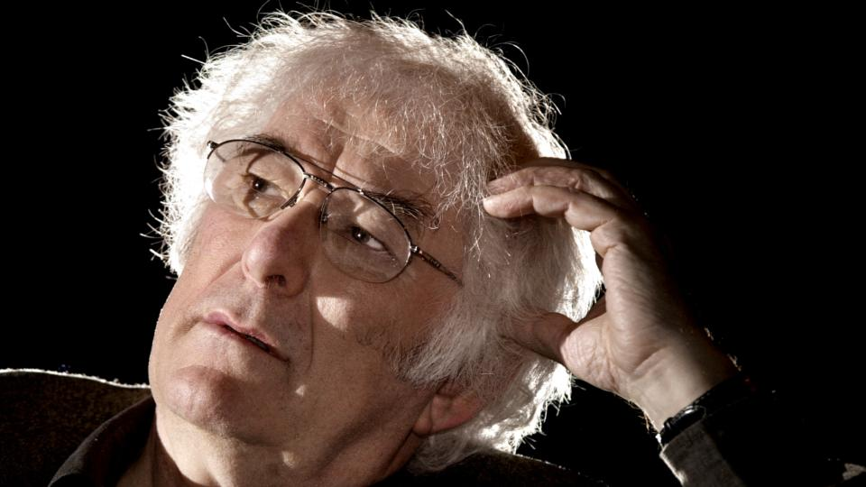 Tributes paid to 'keeper of language' Seamus Heaney