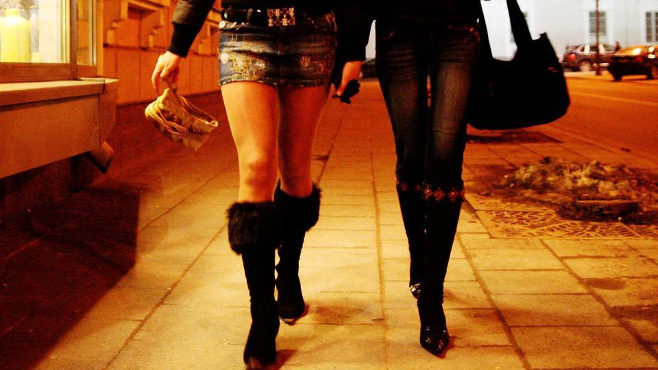 Несовершеннолетних проституток в России освободят от наказания и приравняют