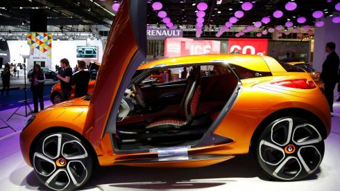 A Renault Captur concept car is displayed during a media preview day at the Frankfurt Motor Show (IAA) September 10, 2013. The world's biggest auto show is open to the public September 14 -22.       REUTERS/Kai Pfaffenbach (GERMANY  - Tags: BUSINESS TRANSPORT TPX IMAGES OF THE DAY)