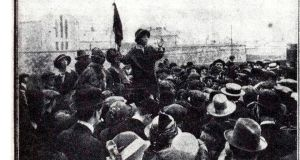 Hanna Sheehy Skeffington adressing a crowd outside Mountjoy in 1914.
