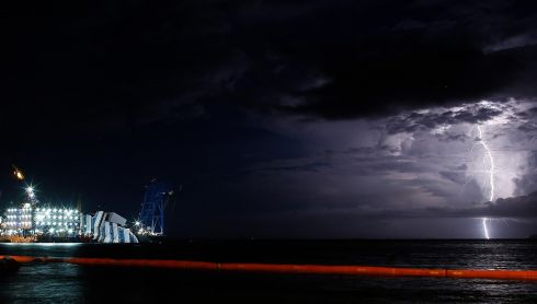 A storm on the night before the parbuckling attempt set back the operation by several hours. This photographer made the most of the occasion. Photograph: Tony Gentile/Reuters