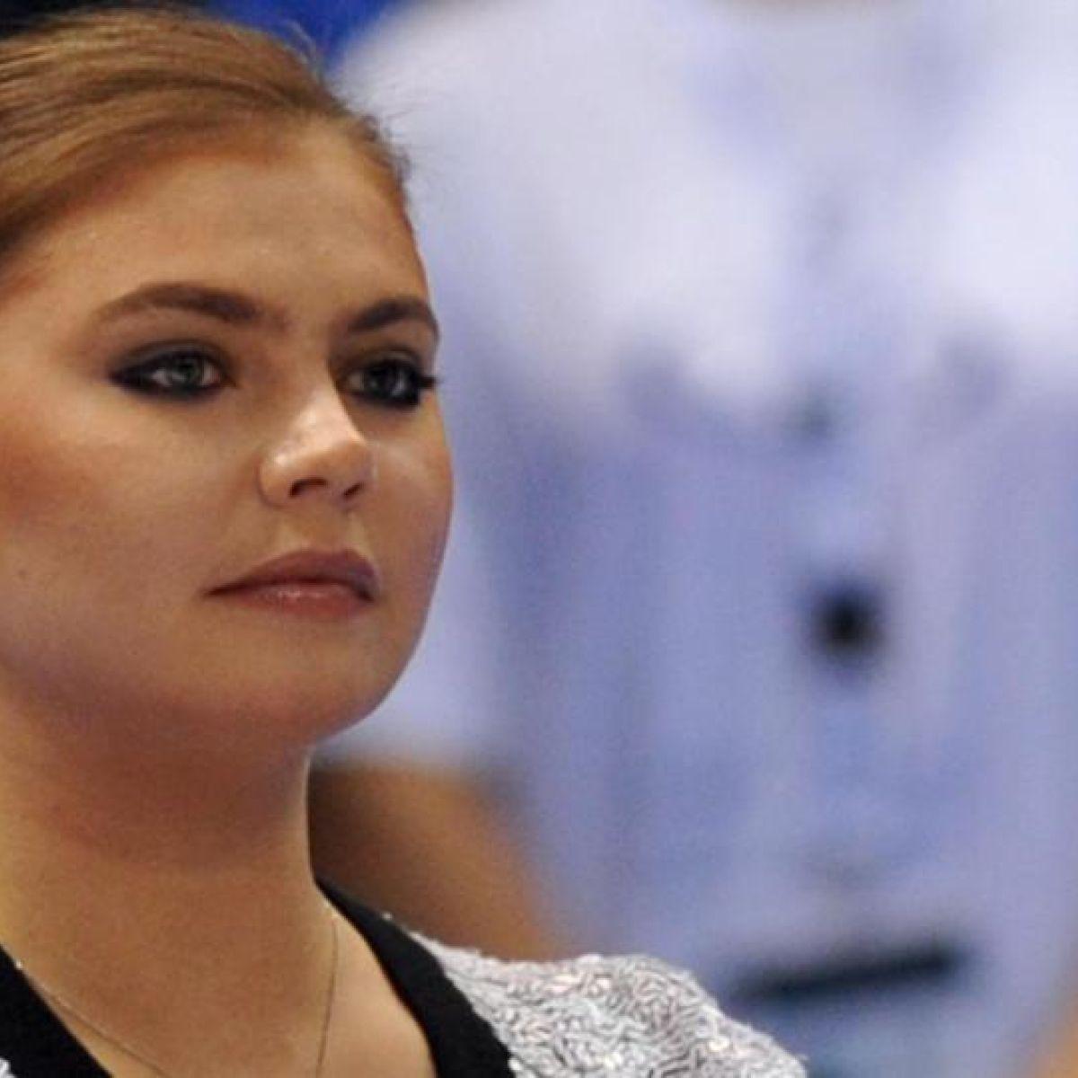 Alina Kabaeva showed a wedding ring