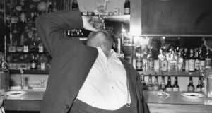 Irish playwright and poet Brendan Behan (1923 - 1964) having a final drink in London before going back to Ireland.   (Photo by Keystone/Getty Images)