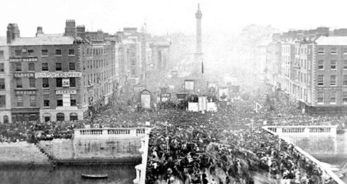 Carlisle Bridge (1875) Celebrations on Sackville Street (now O'Connell Street) and Carlisle Bridge (now O'Connell Bridge) marking the centenary of Daniel O'Connell's birth.  © Courtesy of Dublin Port Company