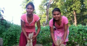 Nepal portraits: Gulabi and Rita Chaudhary turn grass into sweeping brushes. Photograph: Una Mullally