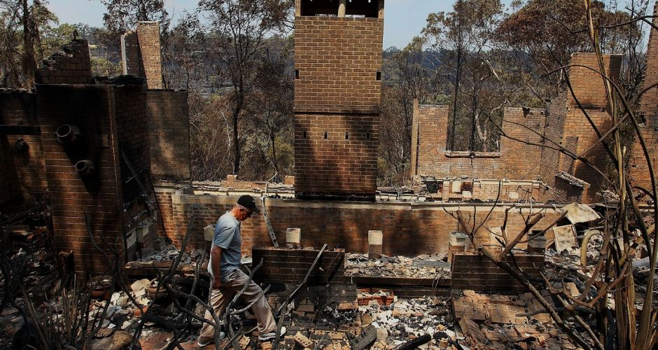 Bush fires destroy homes near Sydney