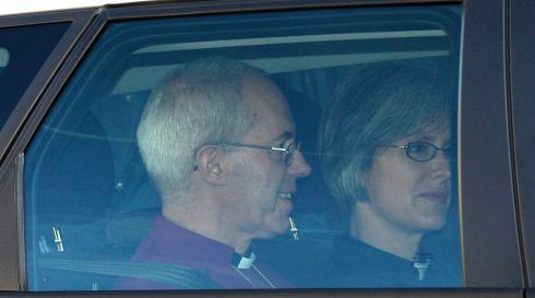 Britain's Archbishop of Canterbury Justin Welby (L) arrives to christen Prince George at St James's Palace in London October 23, 2013.      REUTERS/Toby Melville (BRITAIN  - Tags: ROYALS ENTERTAINMENT SOCIETY RELIGION)