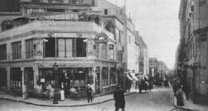 A photograph of the Cafe Nouvelle Athènes, where Moore spent a lot of time, circa 1900