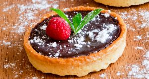 Alternative Christmas desserts: chocolate tarts and homemade turkish delight