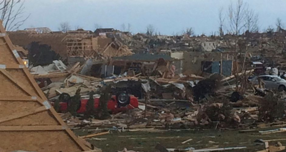 Destruction by tornado in Illinois