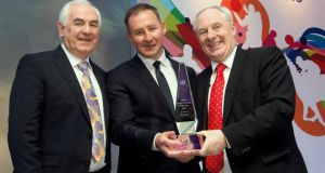 Jim Gavin receives his Philips Sports Manager of the Year award from Cel O'Reilly (Managing Director Philips Ireland) and Michael Ring TD, Minister of State for Sport, at a function in the Shelbourne Hotel. Photo: James Crombie/Inpho