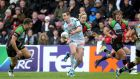Johnny Sexton makes a rare break for Racing Metro against Harlequins at the Stoop this afternoon. Photograph: Andrew Fosker/Inpho