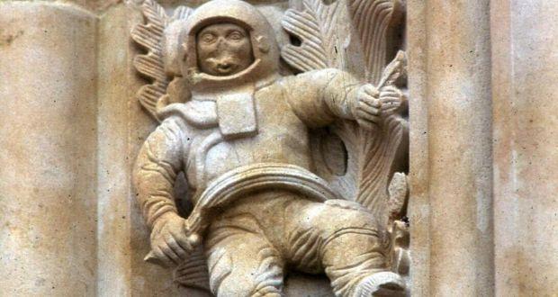 ancient astronaut sculpture - photo #9