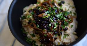 Celeriac puree with black beans and rich onions