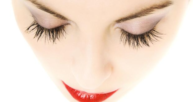 f44c110a31e Fringe benefits of fake lashes