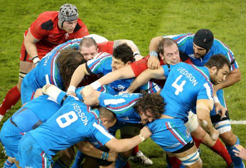 The Italian maul gets rolling at the Millennium Stadium. Photograph: Cathal Noonan/Inpho