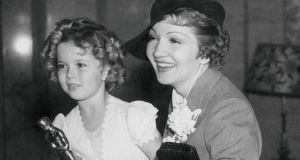 Shirley Temple and Claudette Colbert at the Academy of Motion Pictures Arts dinner, in 1935.