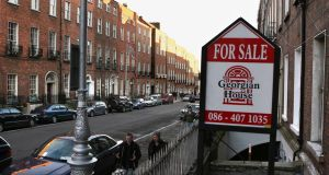 The European Commission report stated that the Irish Government needs to help boost the supply of housing in Dublin and that all mortgages with Irish banks that are in arrears of more than 90 days should be restructured.
