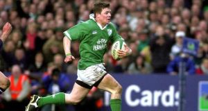 Brian O'Driscoll scores a try against Scotland in 2002.