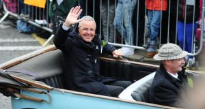 Grand Marshall Stephen Roche waves to the Dublin crowds.