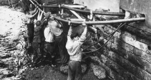 Irish labourers at work in Britain